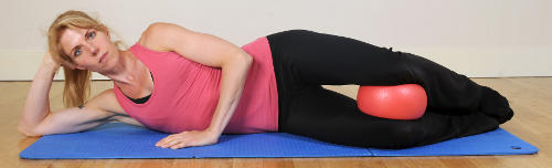 Cushion between knees to alleviate pelvic pain in pregnancy
